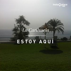 Disfrutar de la tumbona en el cesped de @laroca_aptos con vistas increibles al mar...